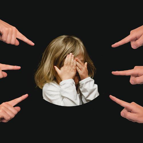 Scham, Spott, Verachtung, Abwertung, Zeigefinger, Traurig, Alleine
