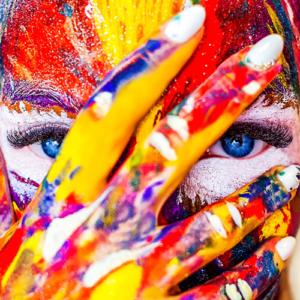 Maske, Gesicht, Kreativ, Kreativität, inneres Kind, Malen, Frau, Regenbogen, Freude